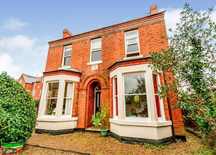 3 Bed Detached House for Sale in Park Street, Beeston