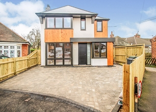 4 Bed Detached House for Sale in Audon Avenue, Beeston