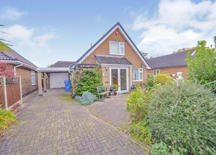 3 Bed Detached Chalet Bungalow for Sale in Owen Avenue, Long Eaton