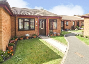 2 Bed Bungalow for Sale in Copsey Croft Court, Long Eaton