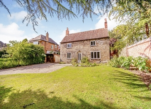 2 Bed Detached Cottage for Sale on High Road, Chilwell