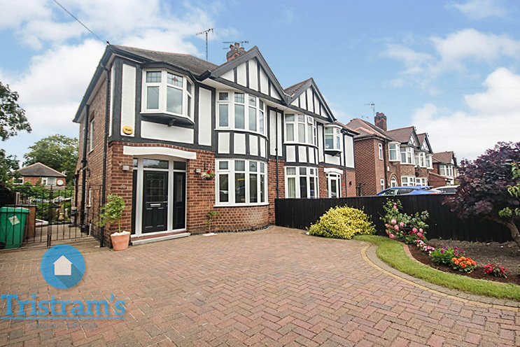 3 Bed Detached House for Sale in 46 Tranby Gardens, Wollaton