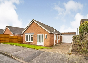 2 Bed Detached House for Sale in Dormy Close, Radcliffe On Trent
