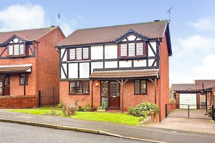 4 Bed Detached House for Sale in Trowell Park Drive, Stapleford