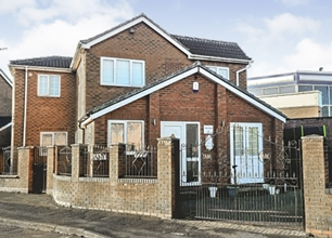 4 Bed Detached House for Sale in Camelot Avenue