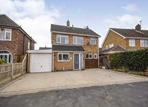 4 Bed Detached House for Sale in Trowell Grove, Long Eaton