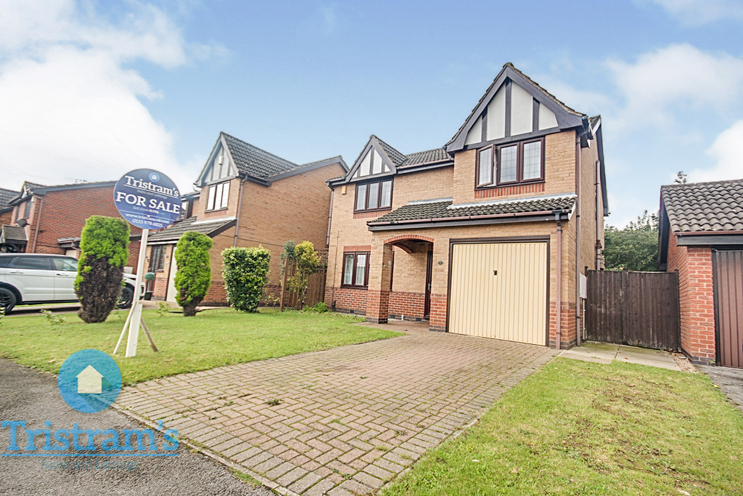 4 Bed Detached House for Sale in Kenton Avenue, Nuthall