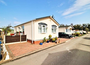 2 Bed Park House for Sale in Oak Avenue, Radcliffe On Trent