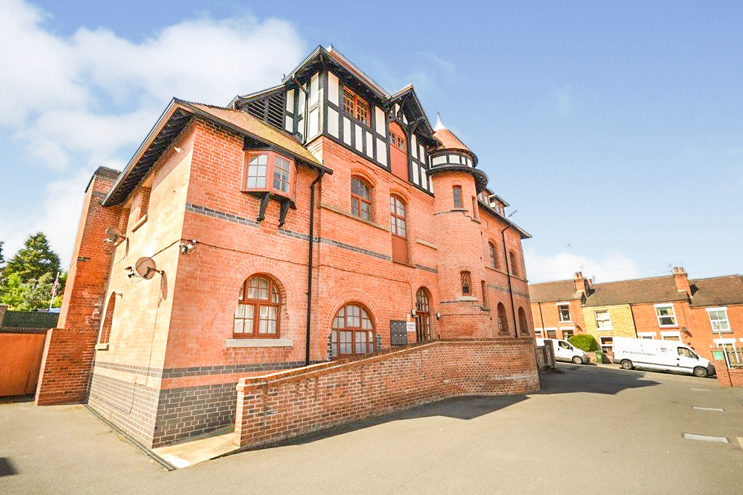 2 Bed Penthouse for Rant in Sandpiper House, Marhill Road, Carlton