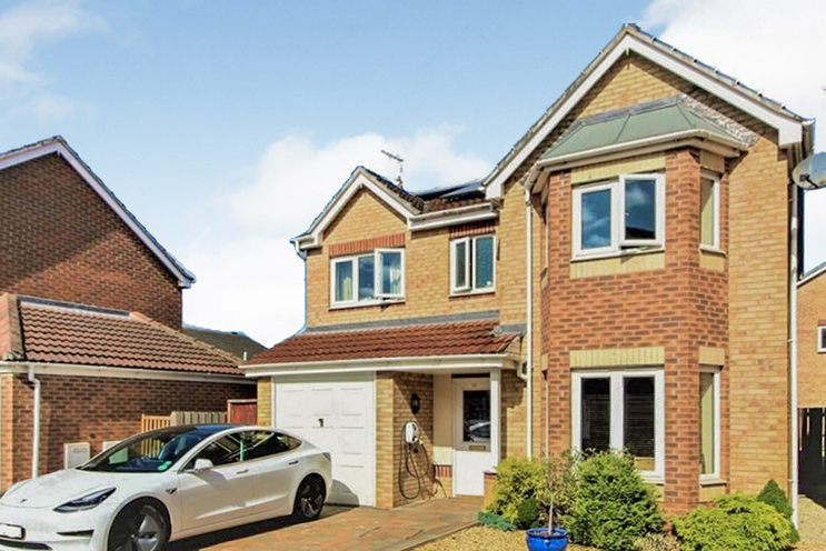 4 Bed Detached House for Sale in 25 College Way