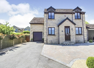 4 Bed Detached House for Sale in Stephen Drive