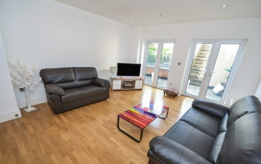 1 Bed Ground Floor Flat for Rent in The Ropewalk, The Park