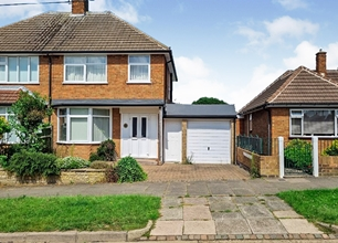 3 Bed Semi-Detached House for Rent on Davenport Road