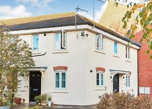 2 Bedroom Flat for Sale in Alderman Close, Beeston